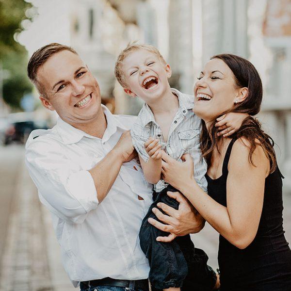 Familienfotos Kinderfoto Porträt Businessfoto Werbefoto Fotostudio Fotograf Leipzig Goldeneyes Hochzeitsfoto Babyfoto Babyshooting Shooting herzliche Fotos für die Ewigkeit Kathy Hennig