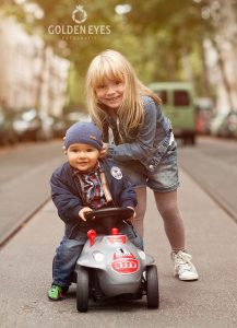 Kinderfotografie im Freien-Golden Eyes Fotografie-Kathy Hennig